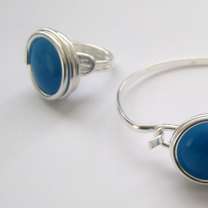 Large-electric-blue-glass-set-2