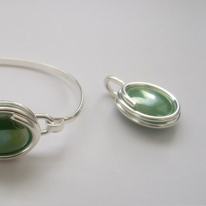 Large-pearly-green-glass-set-3