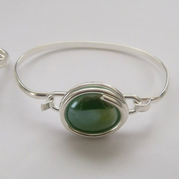 Large-pearly-green-glass-set-4