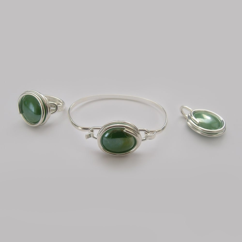 Large-pearly-green-glass-set