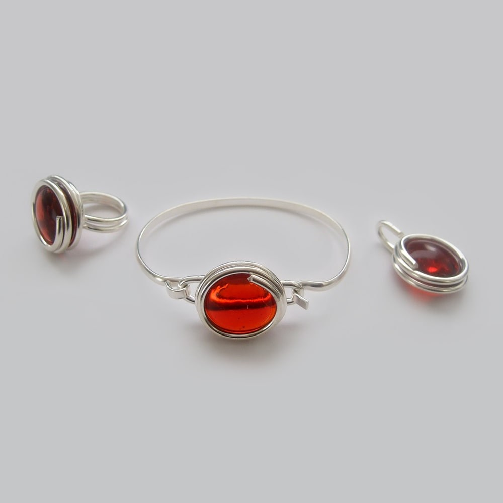 Large-translucent-red-glass-set