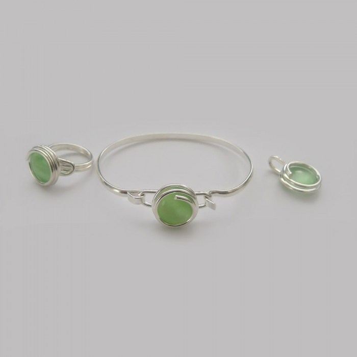 Small-pearly-green-glass-set